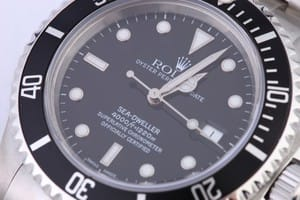 Rolex Sea-Dweller 16660 at BobsWatches.com