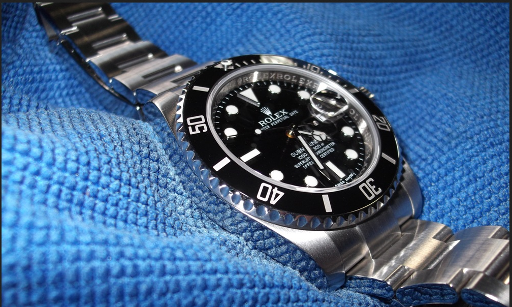 The ideal Christmas Gift for man is a Rolex Submariner.