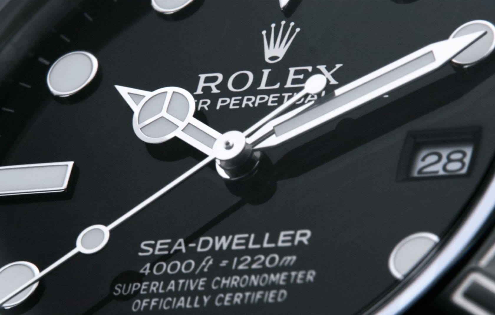 The sea dweller dial is very similar to the Submariner.