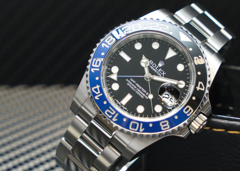 comparing the rolex submariner to the gmtmaster ii