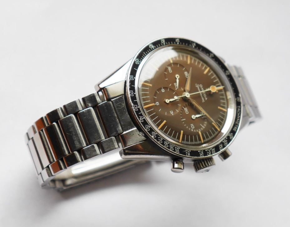 Omega Speedmaster Angle Shot 6 - Bob's Watches