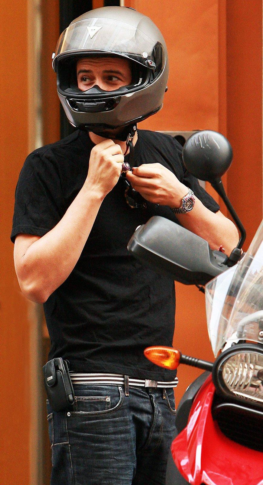 "Orlando Bloom wearing a Rolex GMT-Master 1675 ""Pepsi"""