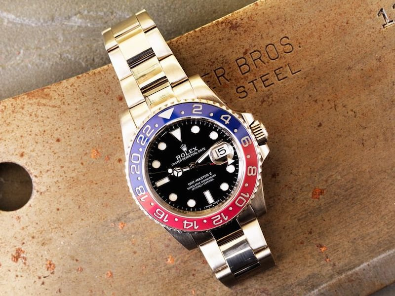 Known for its red and blue bezel.
