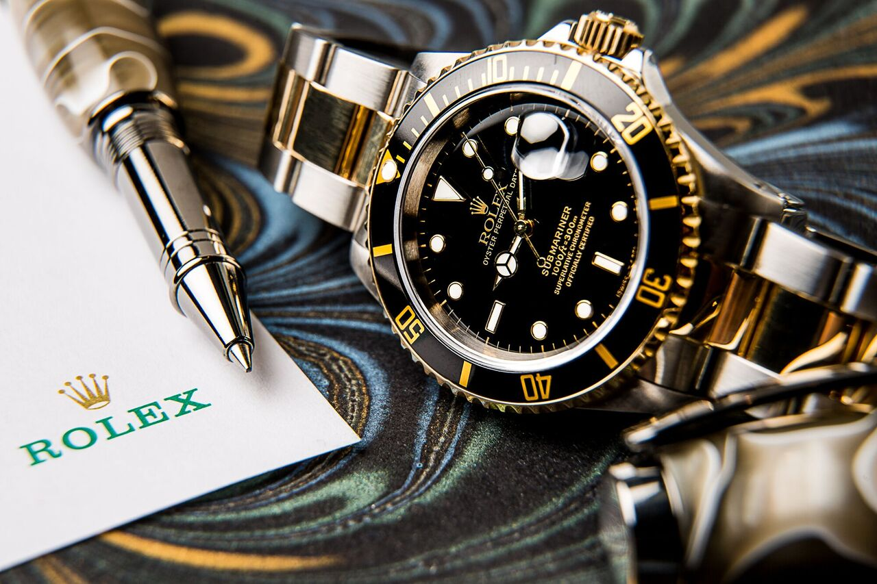 Rolex Submariner ref. 11613 is a fine watch that will suit anyone's outfit.