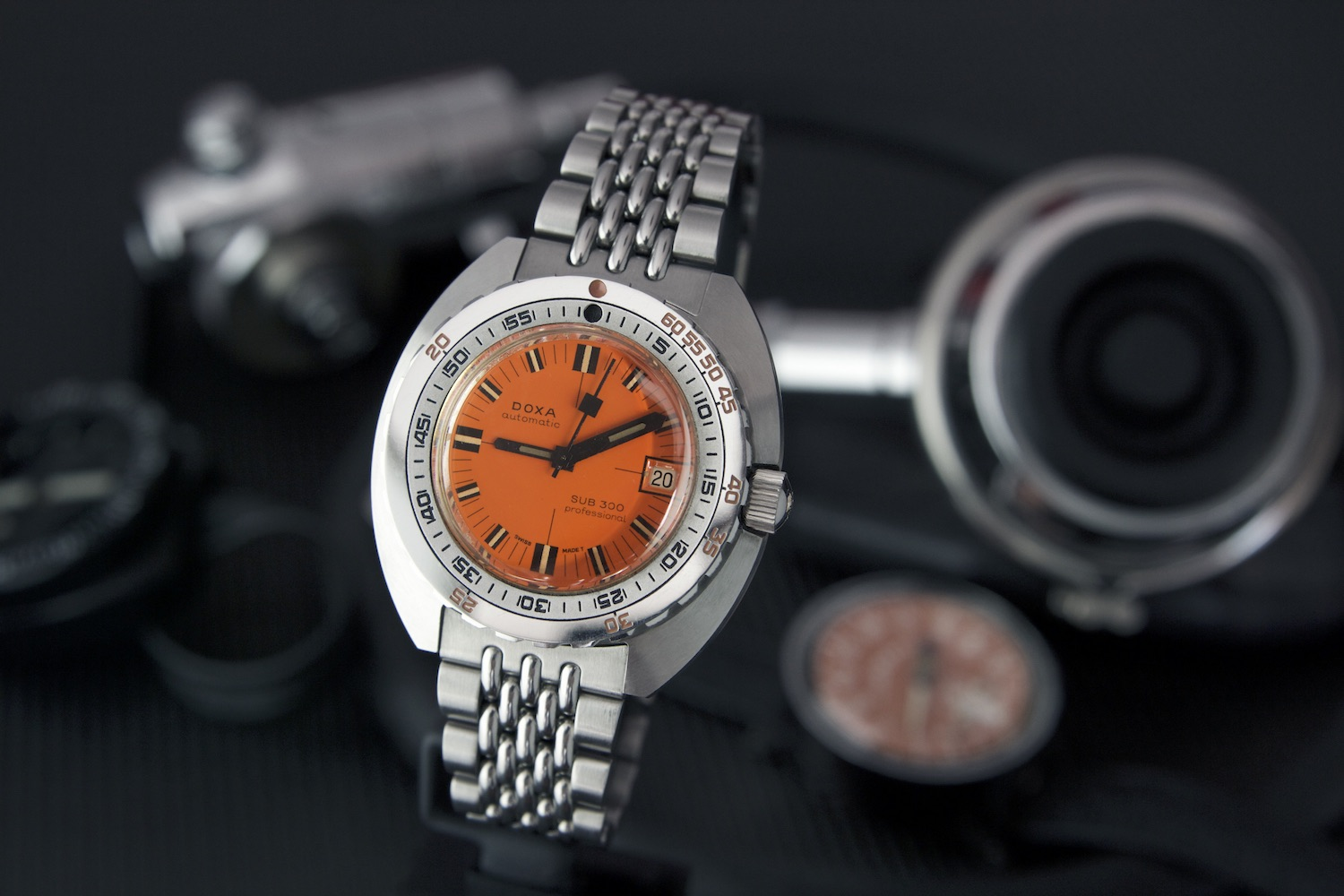 Doxa SUB 300T orange dial is a dive watch