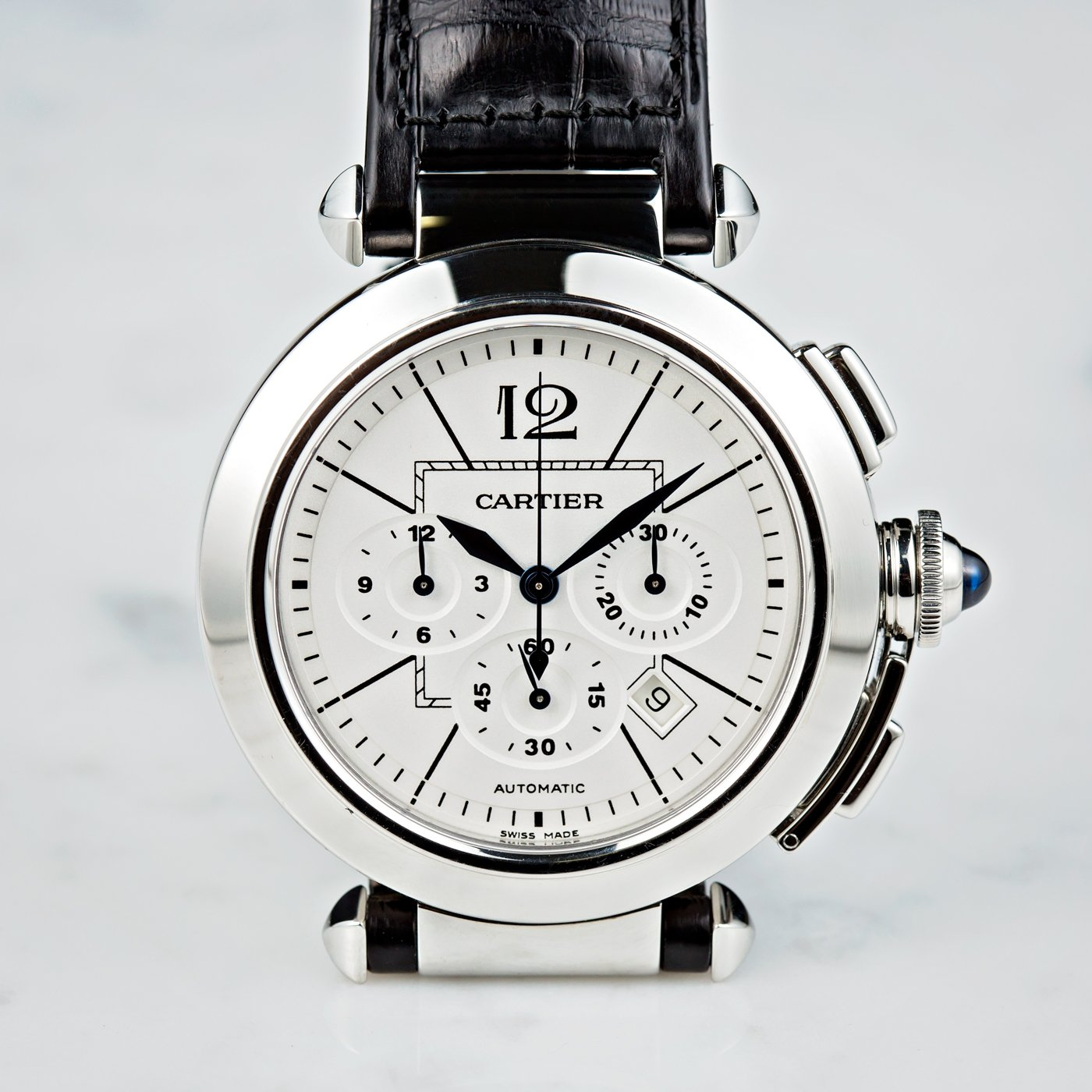 This Pasha de Cartier looks clean and simple yet can still be useful.