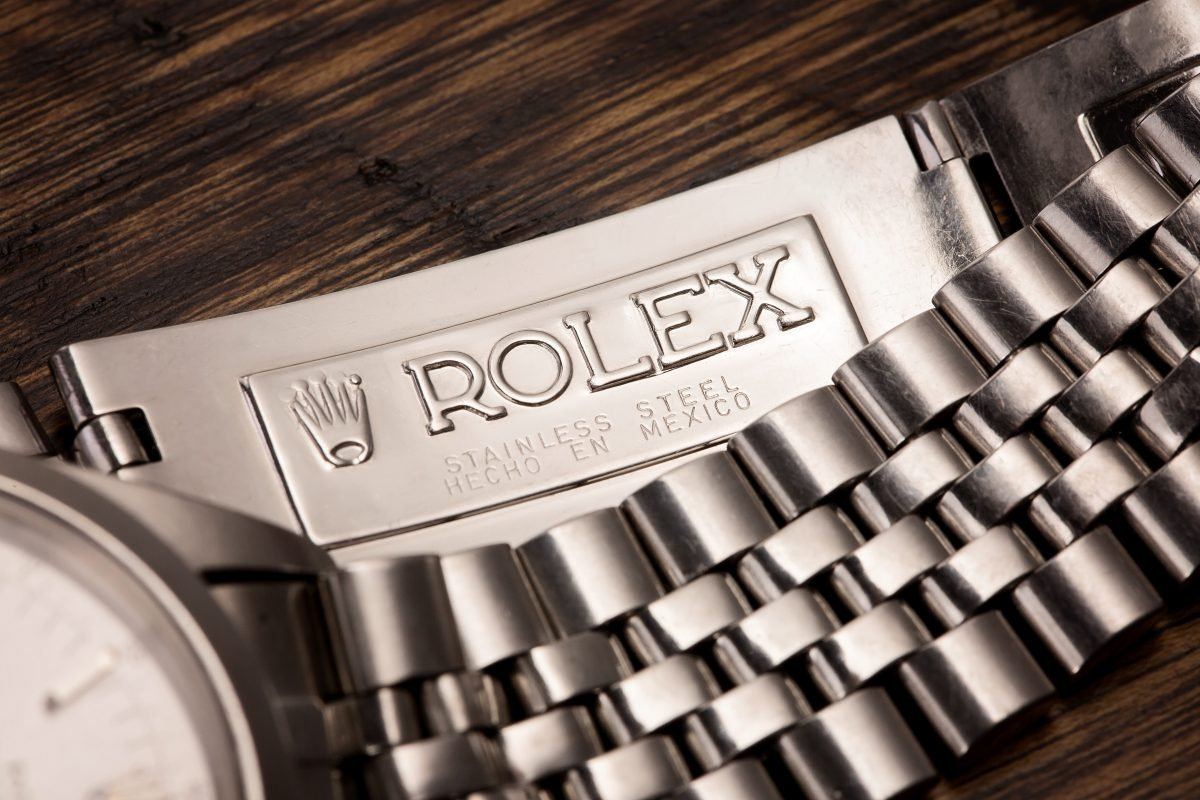 An inside view of the Rolex 6238's stainless steel jubilee bracelet