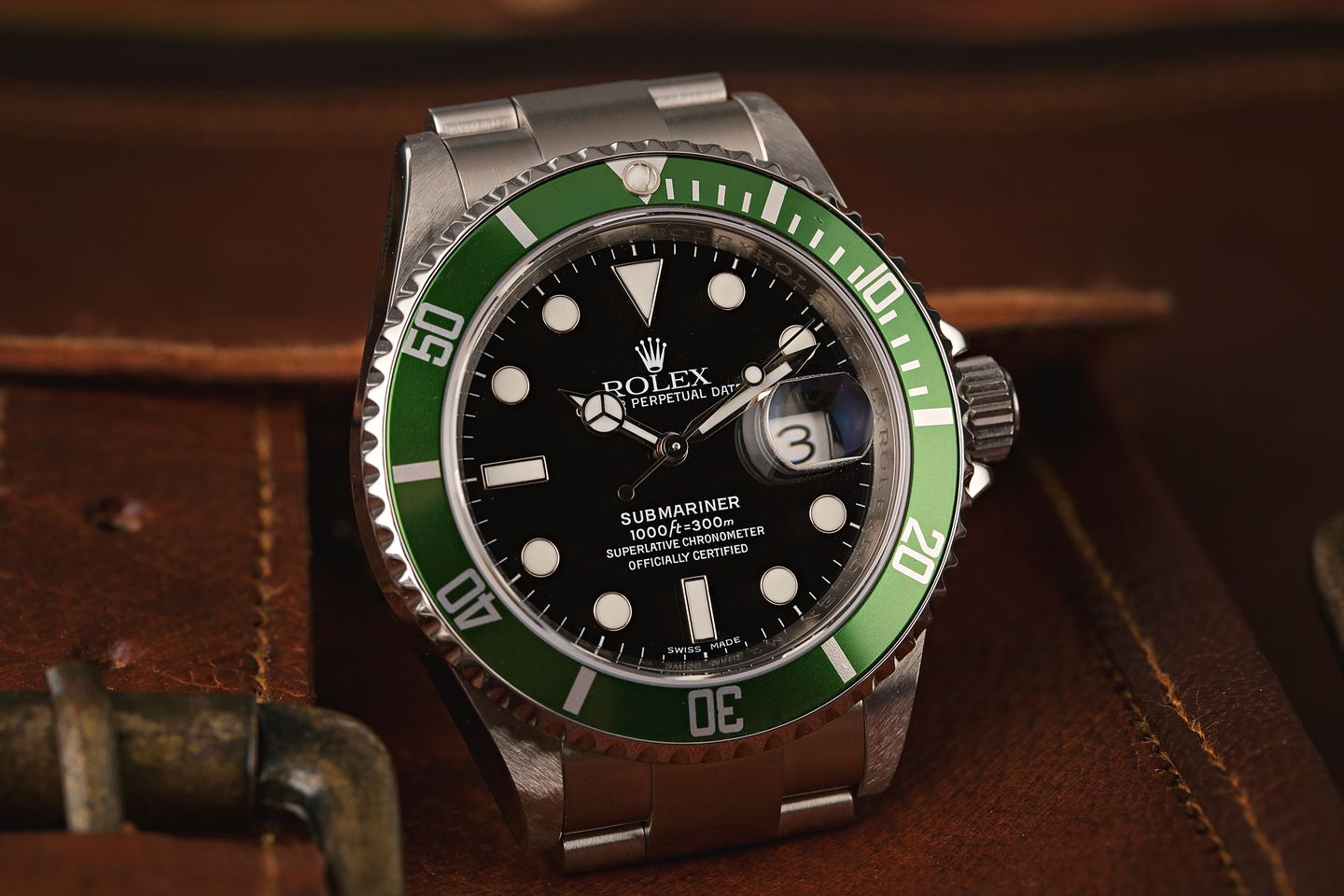 Rolex Watches for Women Who Dive Green Submariner 16610LV Kermit