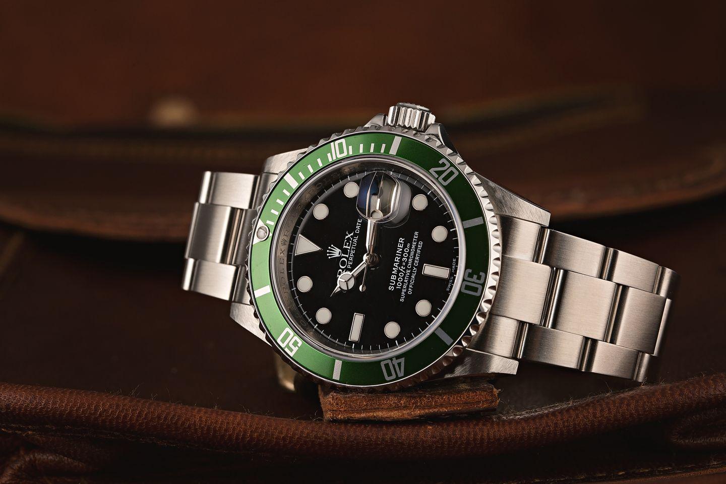 Green Rolex Submariner Hulk vs Kermit 16610 LV