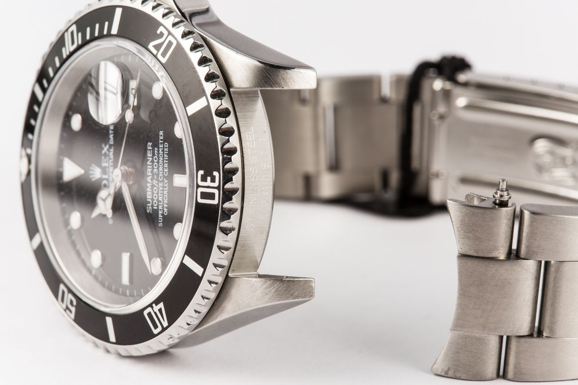 Determine Rolex Age with Serial Number Engraving Submariner Black