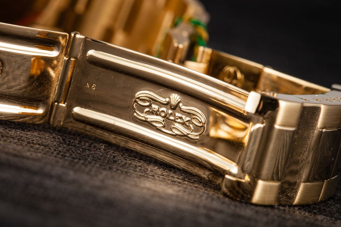 Determine Rolex Age with Serial Number Clasp Code Gold Submariner