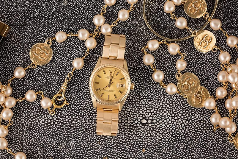 A mid-sized Datejust 117634 in an elegant gold case and bracelet