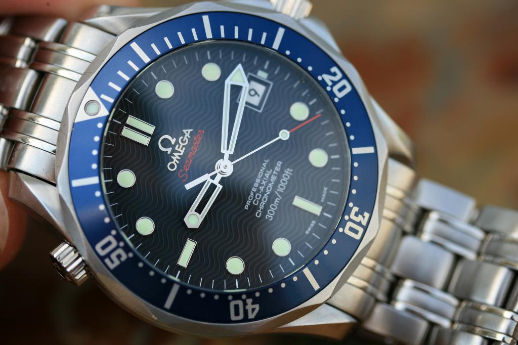 Dive Watches How to Use Timing Bezel Omega Semaster Diver 300m James Bond
