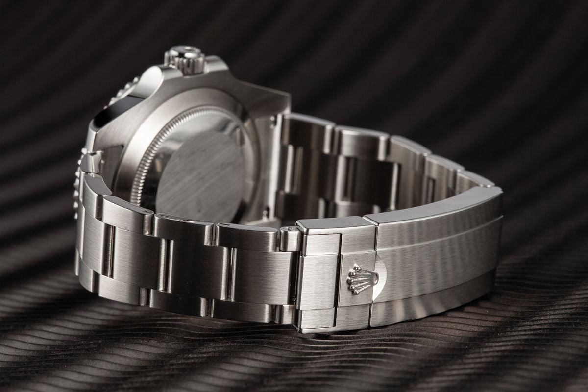 Rolex Submariner 114060 vs 116610