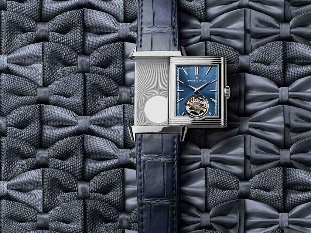 The watch is equipped with a new manually wound calibre Jaeger‑LeCoultre Calibre 847