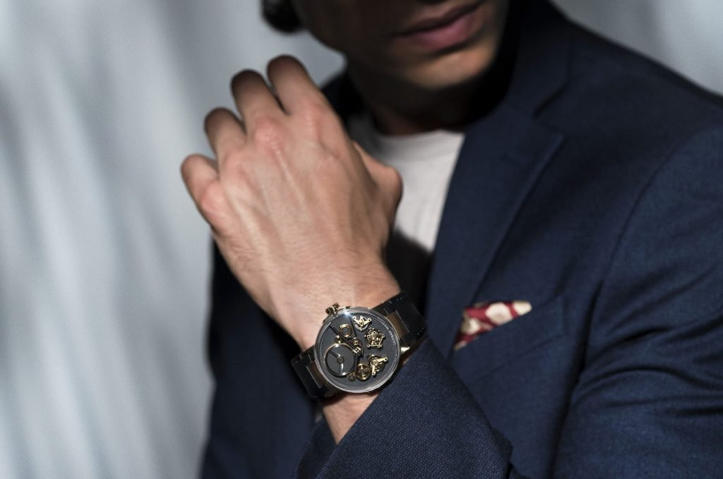 Ulysse Nardin Executive Free Wheel lifestyle shot