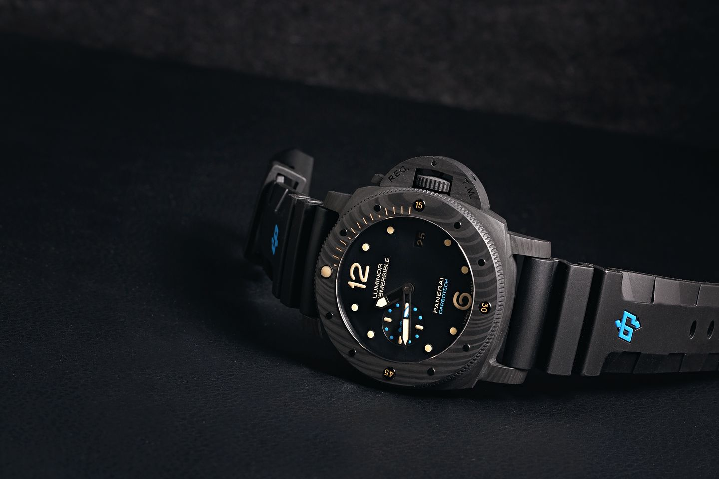 Dive Watches Rotating Timing Bezel How to Guide Panerai Submersible Luminor Carbotech