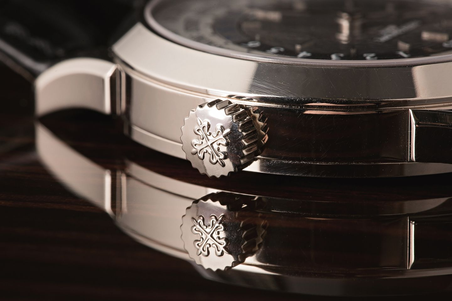 How to Measure the Case Size of a Watch - Patek Philippe World Time