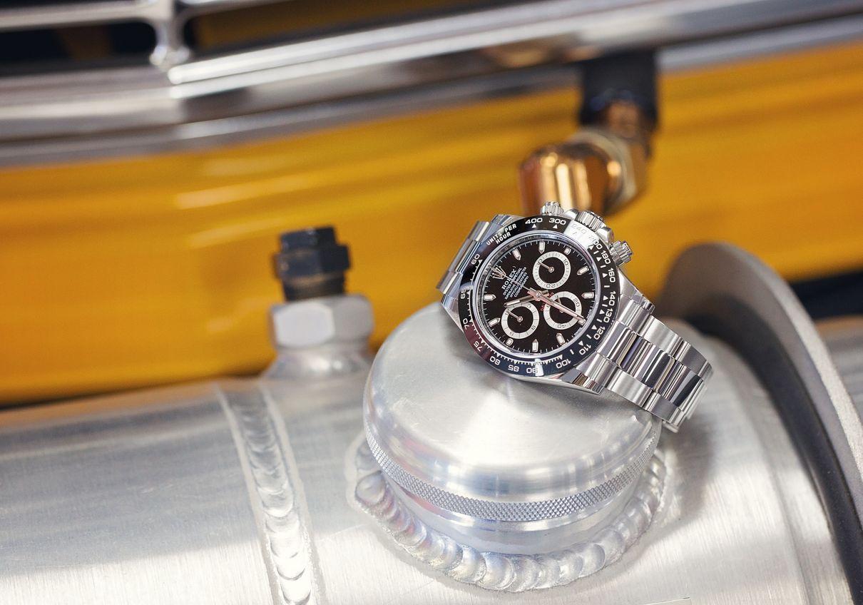 Omega Speedmaster vs Rolex Daytona