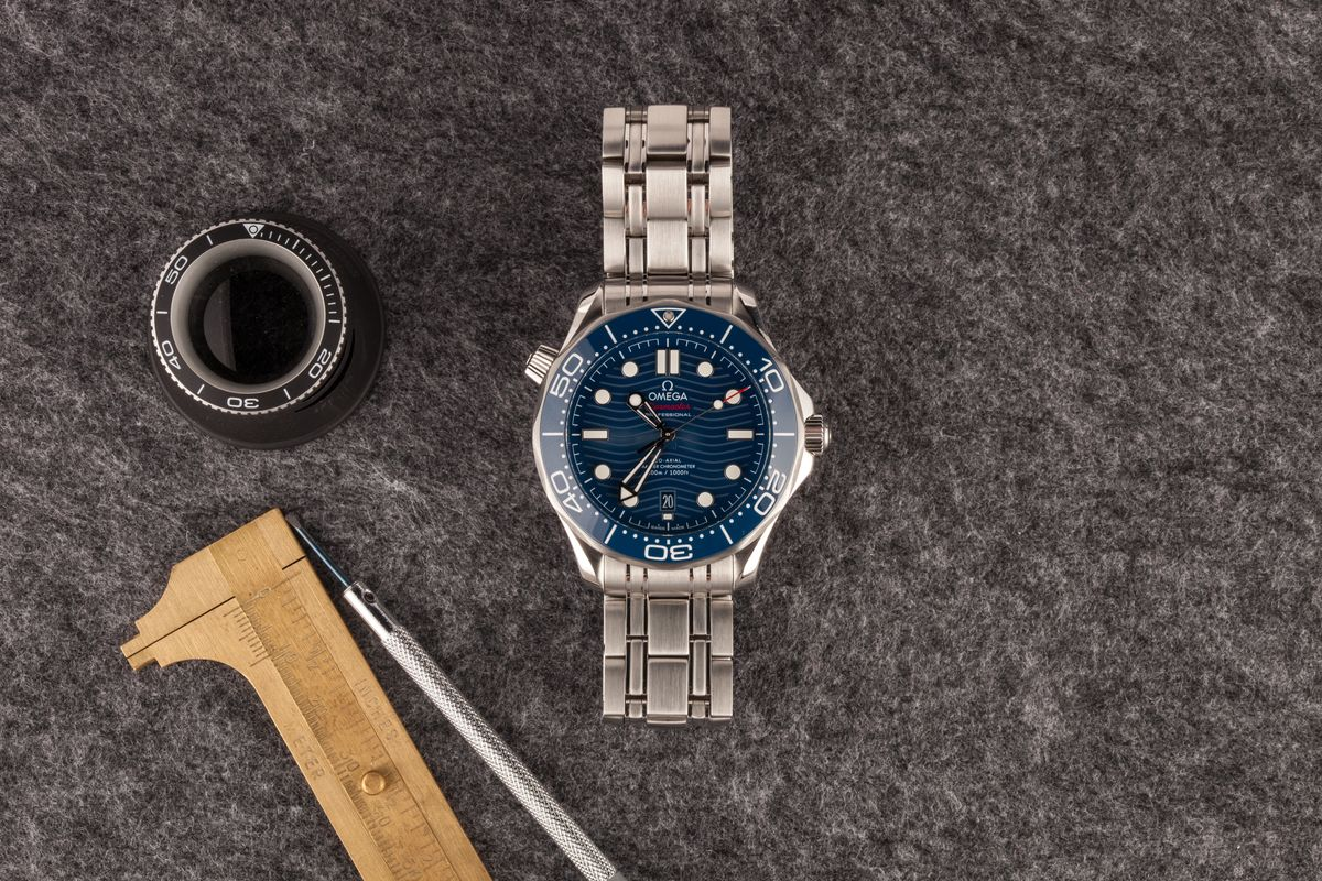Omega Seamaster 300 vs Diver 300M Comparison Guide