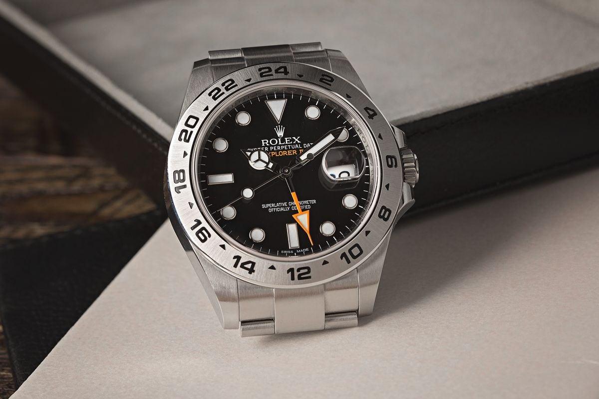 Rolex Explorer II 16570 Compare 216570 Guide black dial