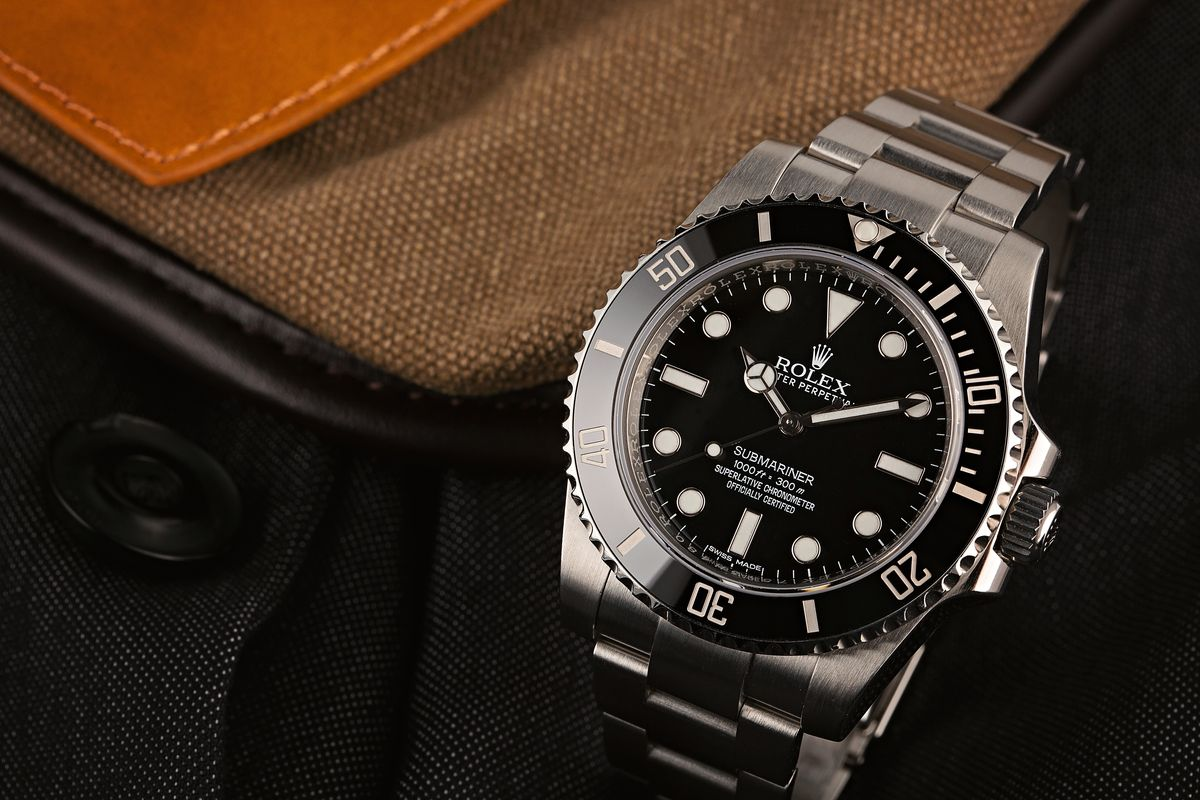 Price Guide: How Much Is a Rolex Submariner No-Date in 2020? 114060 Black