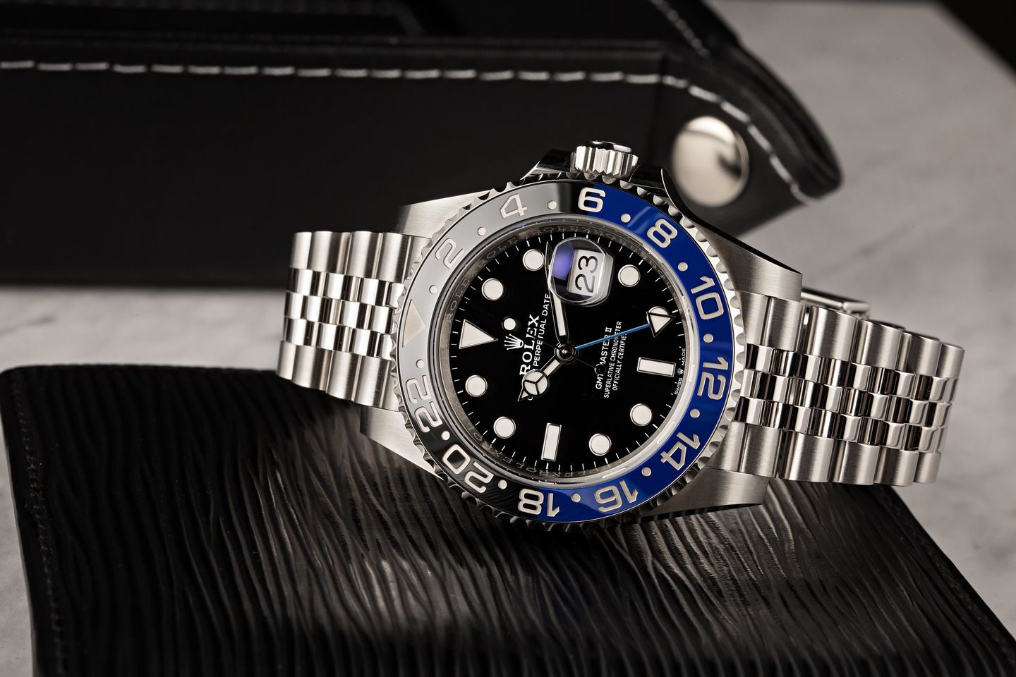 Rolex Batman vs Hulk Video Comparison GMT-Master II 126710 BLNR black and blue