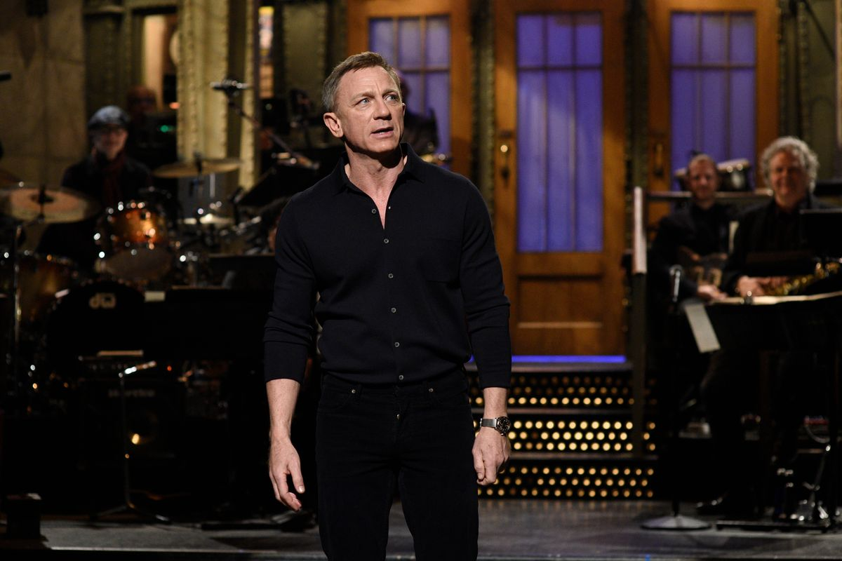Daniel Craigs Wears Omega Seamaster Diver 300M James Bond Edition on Saturday Night Live SNL