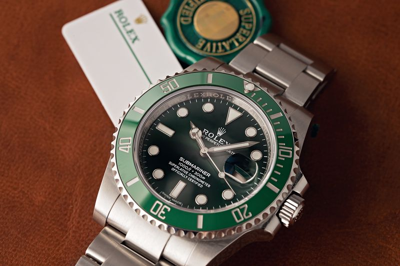 Rolex Batman vs Hulk Comparison Video Submariner 116610LV
