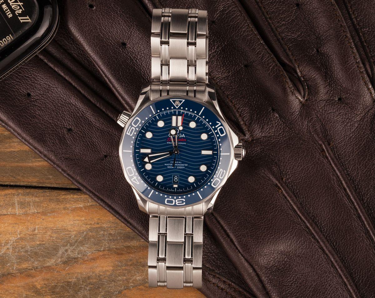 Omega Seamaster Diver 300M James Bond 007 Wave Dial Blue Professional Dive Watch