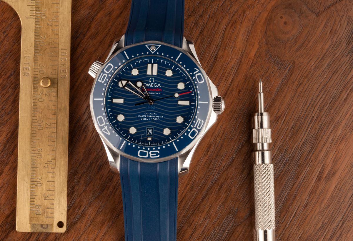 Omega Seamaster Diver 300M James Bond Rubber Strap Ceramic Bezel