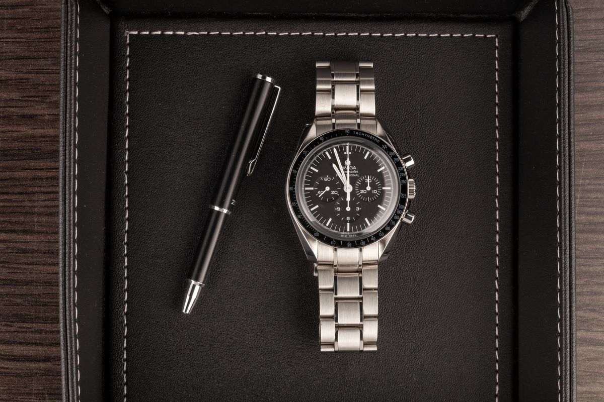 Top 14 Pilot Watches Ultimate Buying Guide Omega Speedmaster Professional Moonwatch