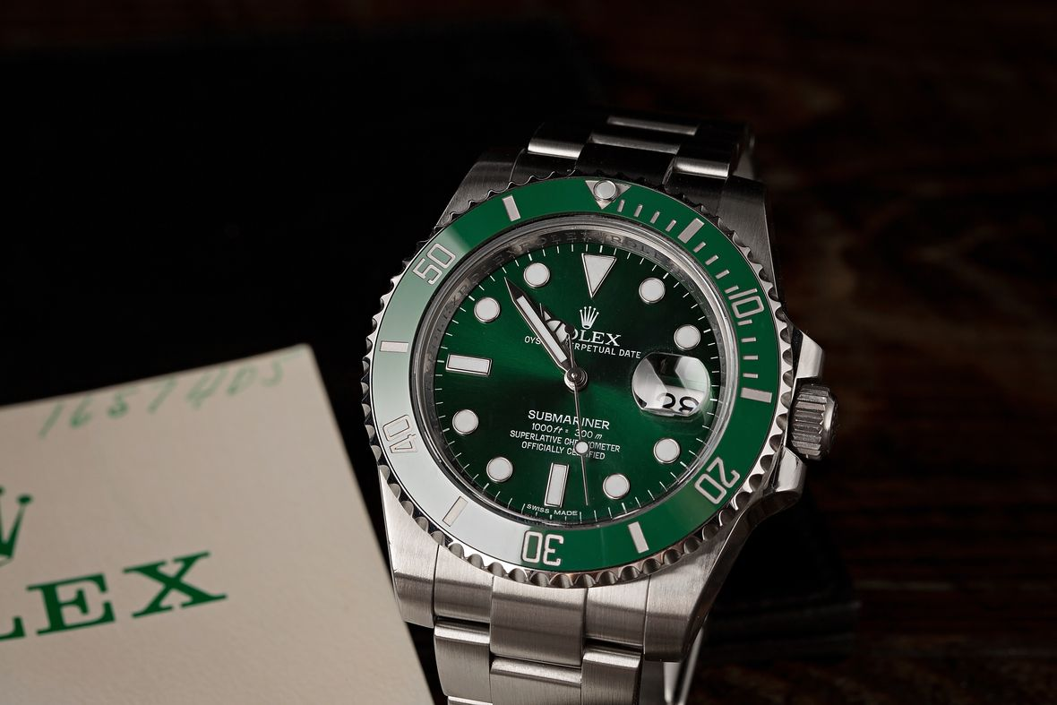 How to tell what Rolex Submariner series Hulk green dial 116610LV