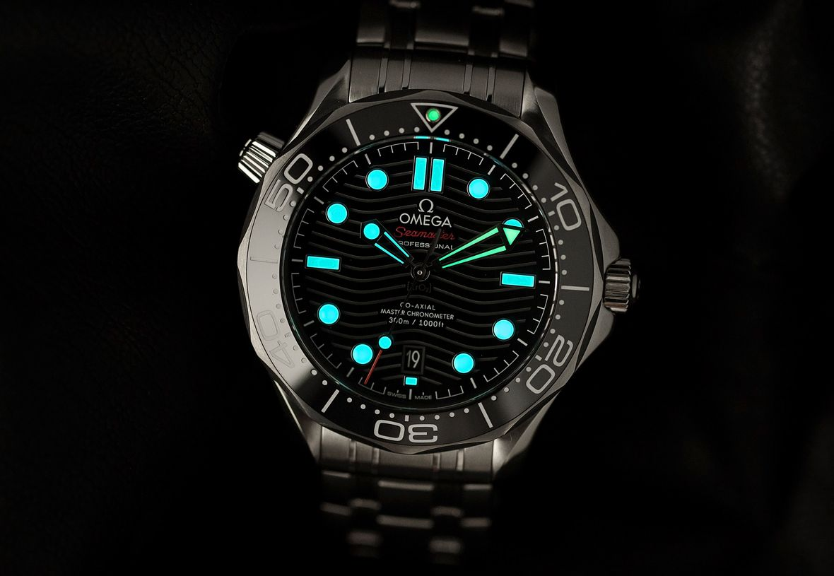 Luxury Watch Easter Eggs Omega Seamaster Two Colors Lume
